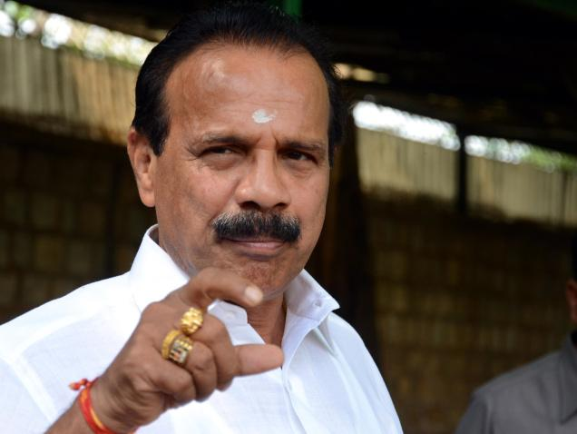 D.V. Sadananda, Gowda Minister Railways – Wears a Navaratna Ring in the ring finger Vedic astrology